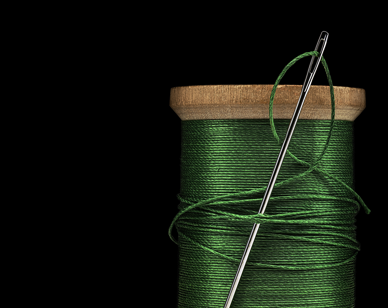 Green_Thread_On_Black_R6_1570px